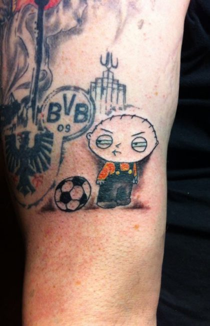Farbreiz-Tattoo-Stewie-Family-Guy-Tattoo-1
