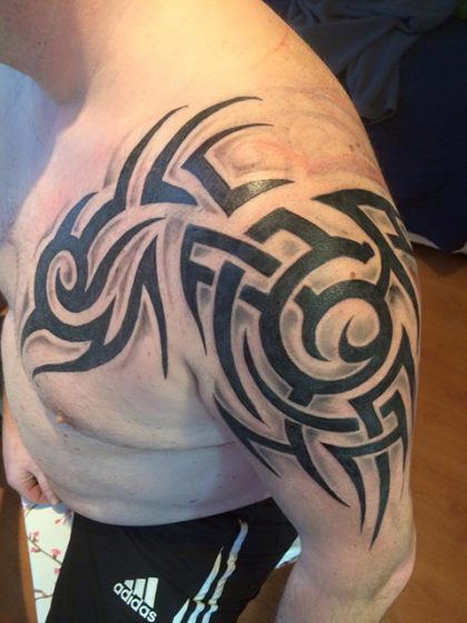Farbreiz-Tattoo-Tribal-Tattoo-1