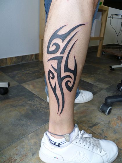 Farbreiz-Tattoo-Tribal-Tattoo-4
