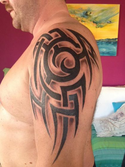 Farbreiz-Tattoo-Tribal-Tattoo-6